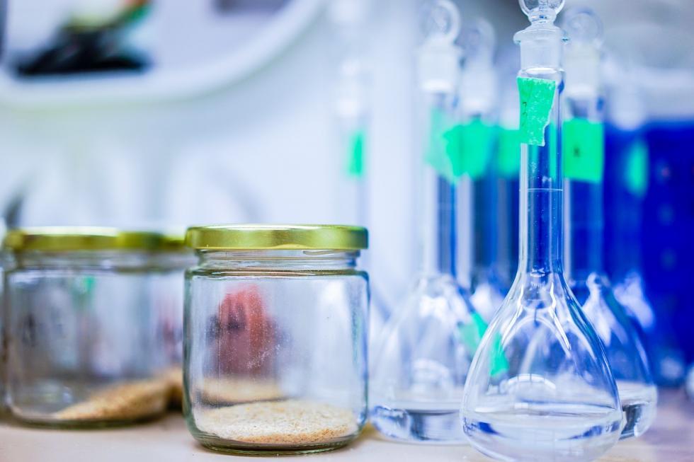 Dystrybutor surowców chemicznych – kamienie milowe firmy OQEMA