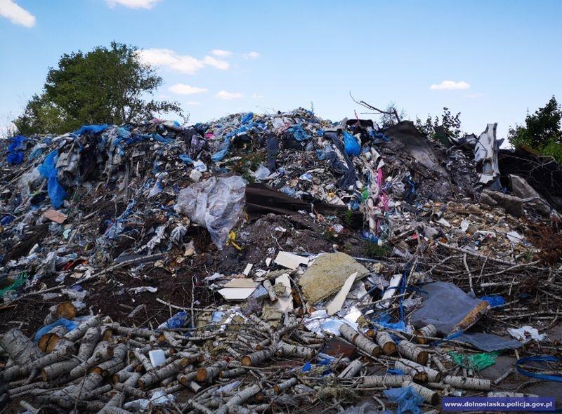 Nielegalnie składował niebezpieczne odpady