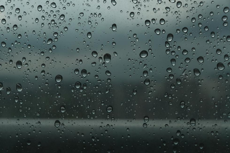 Niewidzialna wycieraczka – ułatwi jazdę samochodem jesienią izimą