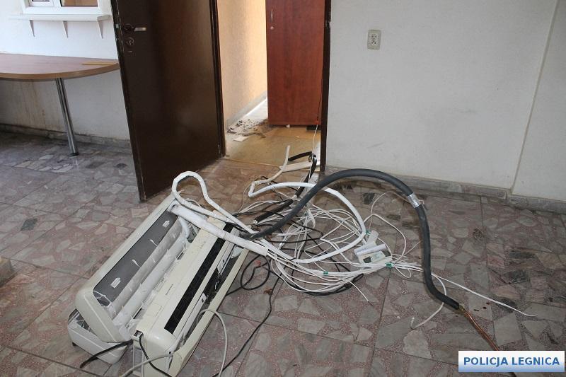 Włamali się doopuszczonego budynku biurowego
