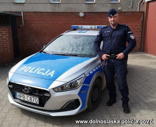 Policjant zkomisariatu wKamieńcu Ząbkowickim uratował życie 77-latki